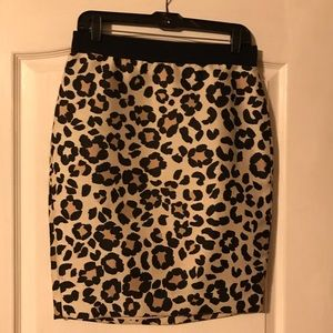 Ann Taylor Leopard print pencil skirt Size 6 NWT